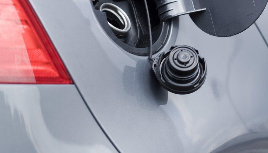 Es sencillo limpiar un tanque plástico de gasolina.