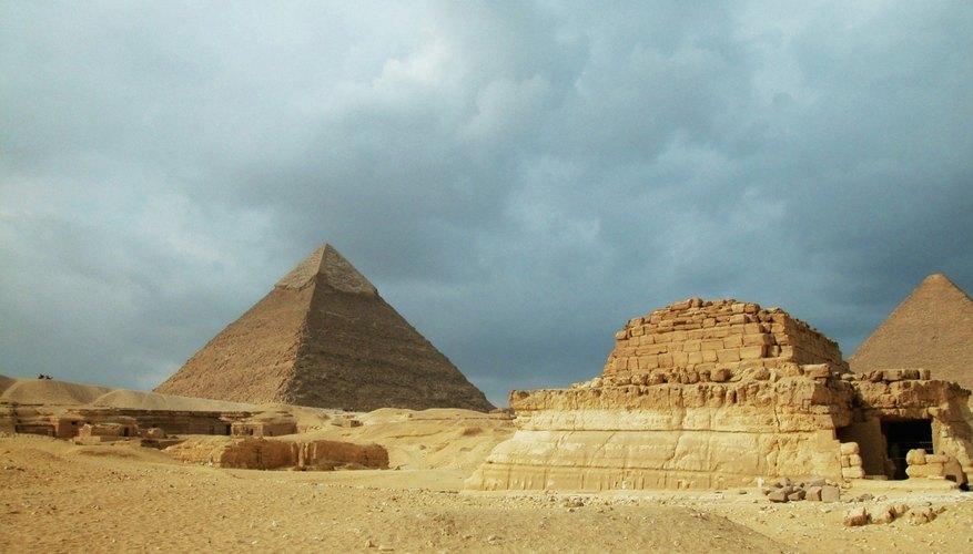 Construye un modelo de las pirámides de Egipto.