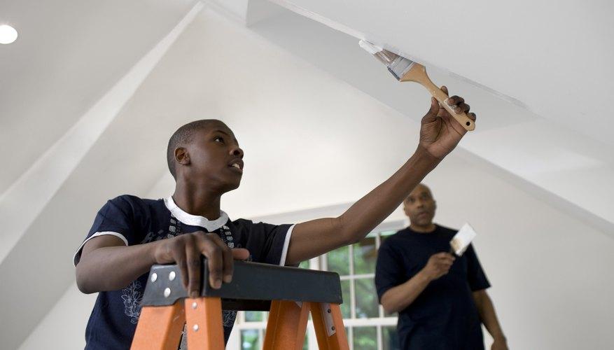 Si tienes una mano firme, una buena ética de trabajo y la necesidad de ganar dinero extra, puedes pintar casas.