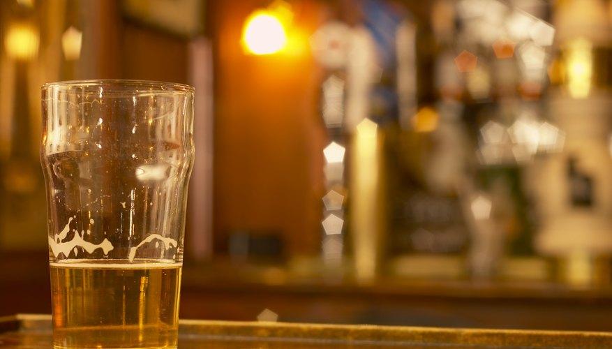 Debes contar con una de las dos licencias principales ara poder vender bebidas alcohólicas en Florida.
