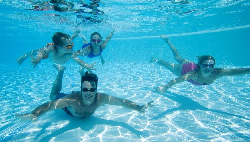 Rio Rancho cuenta con actividades familiares, que incluyen la natación y los bolos.