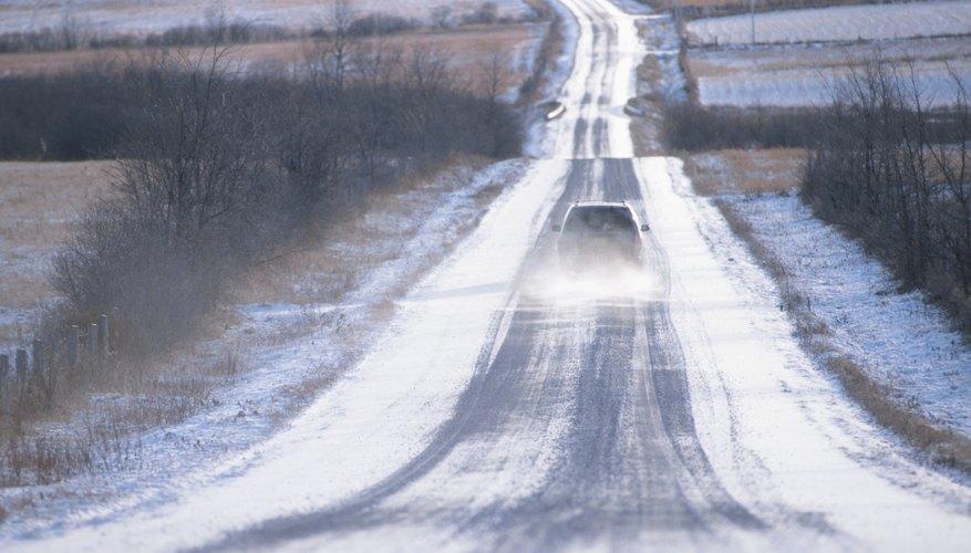 Conducir en caminos de tierra o con baches puede intensificar el problema de la alineación de los neumáticos.