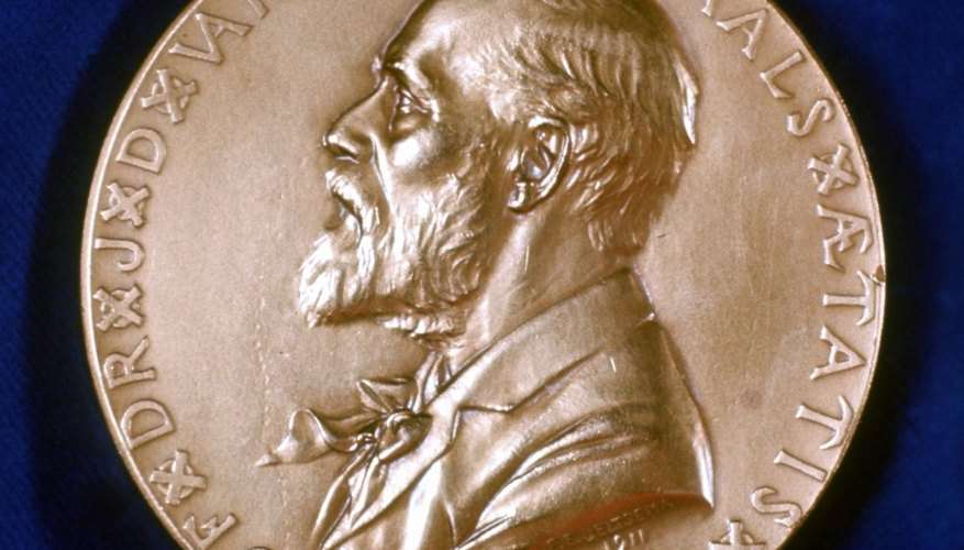 Linus Pauling recibió el Premio Nobel en 1954 por sus descubrimientos.