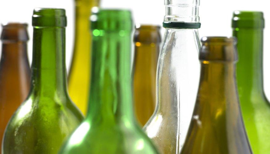 Aprende a hacer botellas falsas con vidrio de azúcar.