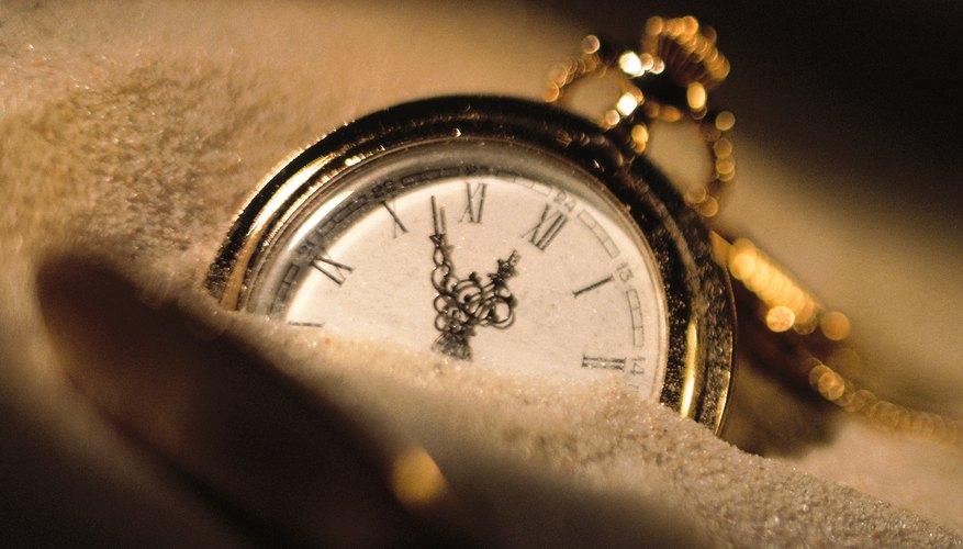 Si tu reloj desarrolla humedad debajo de la luneta de cristal, llévalo a un joyero para una consulta.