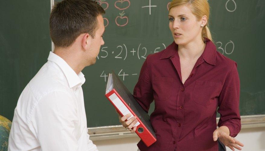 La comunicación entre padres y maestros es importante para el logro académico de un niño.