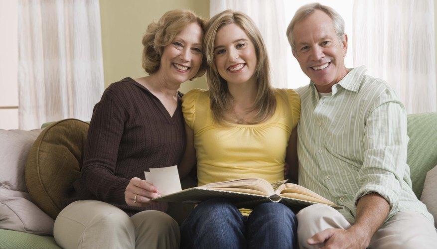 Los padres co-dependientes intentan mantener a sus hijos dependientes de ellos.