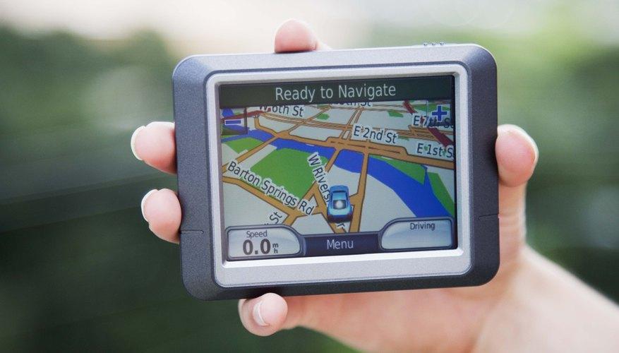 Los dispositivos con posicionamiento global (GPS por sus siglas en inglés) pueden enviar todo tipo de información, incluyendo tu ubicación, velocidad, altitud, e incluso el tiempo que has estado detenido.