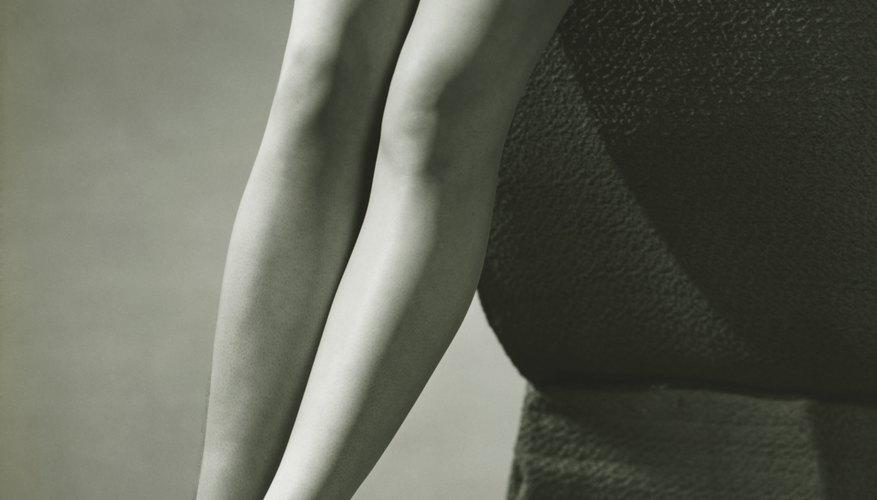 Para el uso diario, las mujeres modernas suelen usar pantis en vez de fajas, ligueros o corsés.