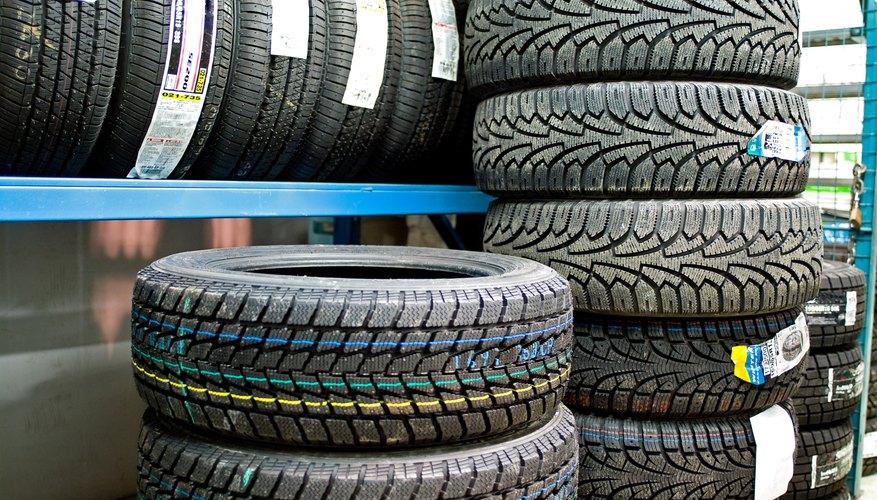 El neumático es la parte exterior de una rueda de automóvil.