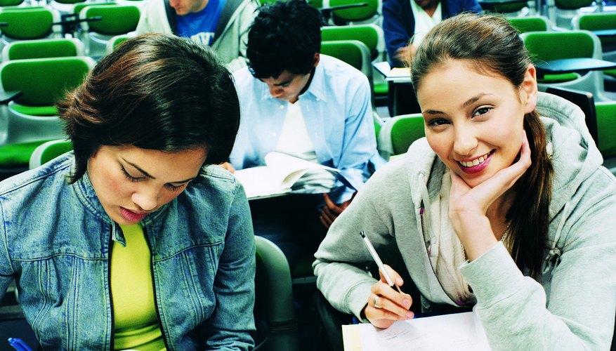 La metafísica de la educación tiene dos enfoques principales: uno objetivo y otro subjetivo.