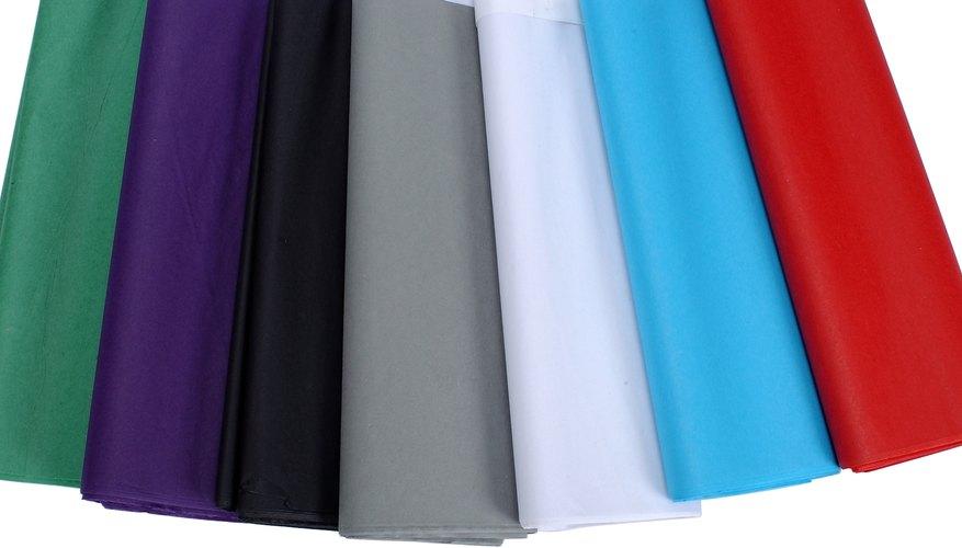 Papeles de varios colores.