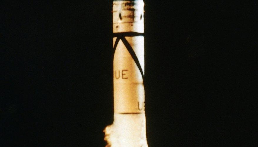 Puedes crear una simulación de lo que sucede durante un despegue real de un cohete.