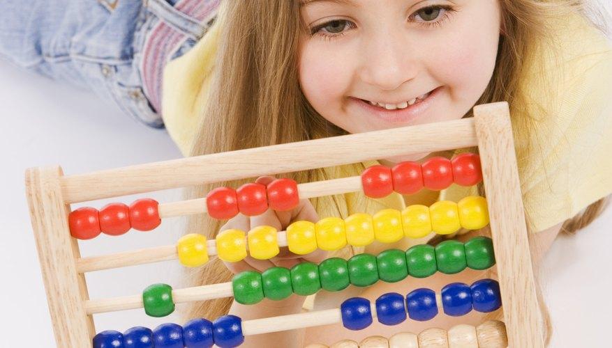 Los niños han usado el ábaco en el salón de clases por cientos de años.