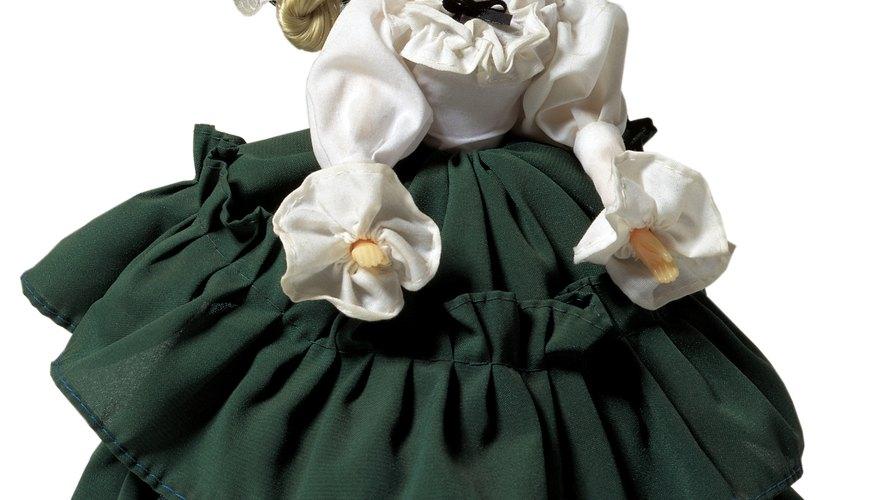 Las muñecas de porcelana solían ser vestidas según la moda de la época.