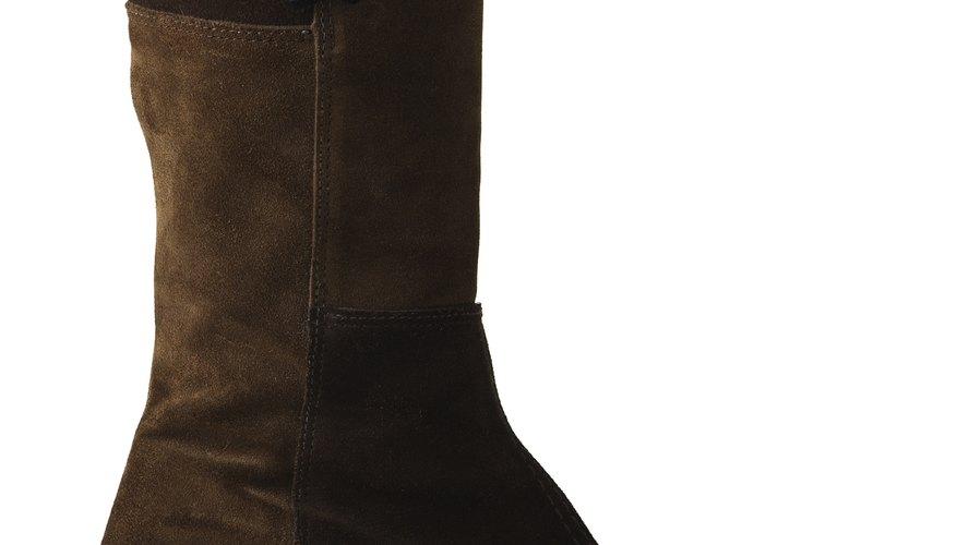 Las botas de combate Dessert Tan están cubiertas de un material de gamuza que puede ser difícil de cuidar.