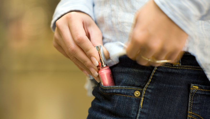 How Does Shoplifting Affect The Economy  Bizfluent Shoplifting In A Supermarket