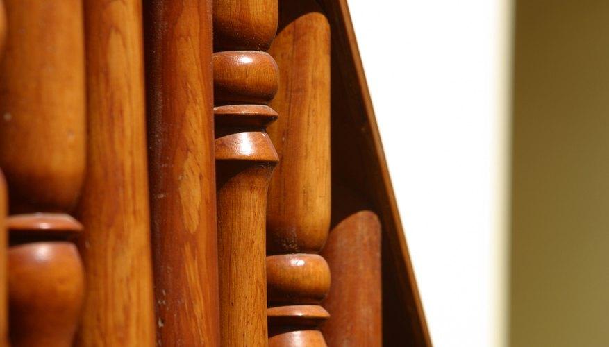 Los removedores químicos de pintura y los decapantes no dañarán la madera que se encuentra debajo de la pintura y el barniz.