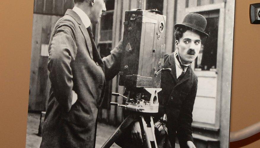 Charlot es el nombre del personaje, ícono del cine mudo, creado por Chaplin.