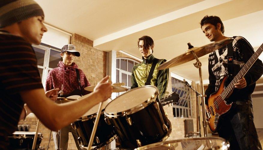 Los grupos musicales de adolescentes deben trabajar duro para obtener la atención.