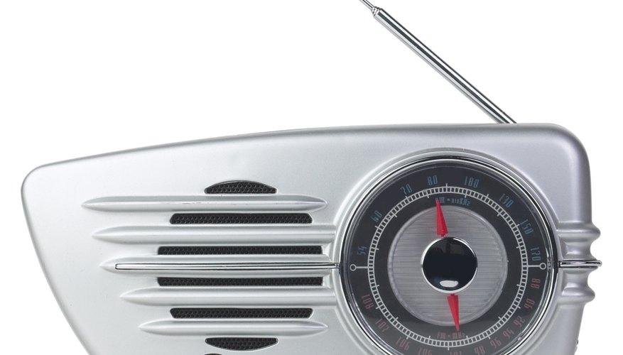 Los transistores amplifican las señales de radio.