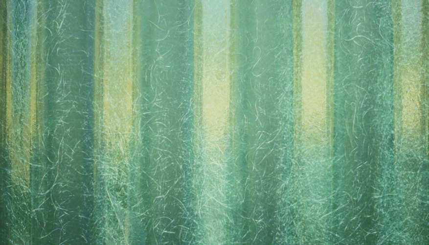 La fibra de vidrio protege a la madera del agua.