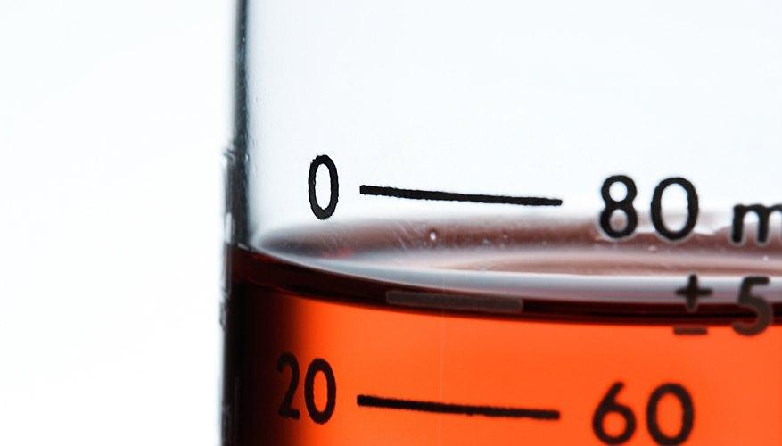 Prepara urea con ayuda de un vaso de precipitación.