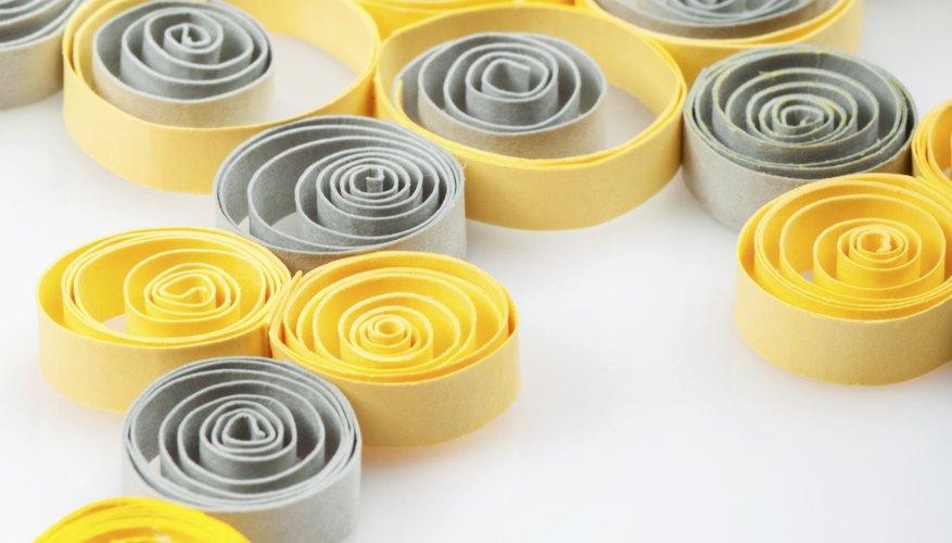 La filigrana de papel consiste en manipular pedazos delgados de papel.