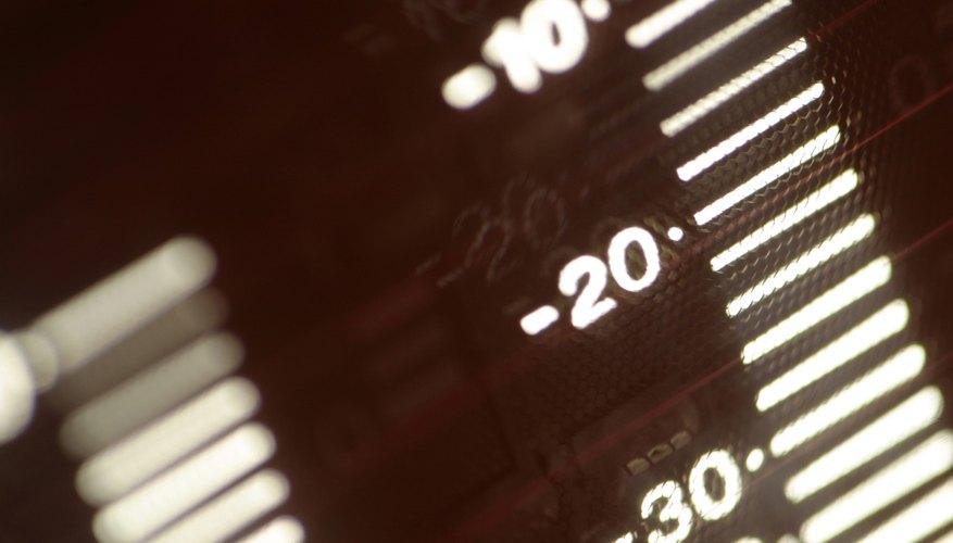 El voltaje generado en una termocupla es función de la diferencia de temperatura entre los metales.
