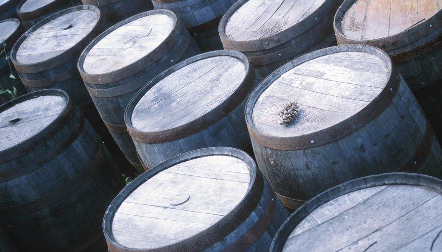 Para abrir una fábrica de cerveza, tu estado requiere que obtengas una licencia o permiso de elaboración de cerveza.