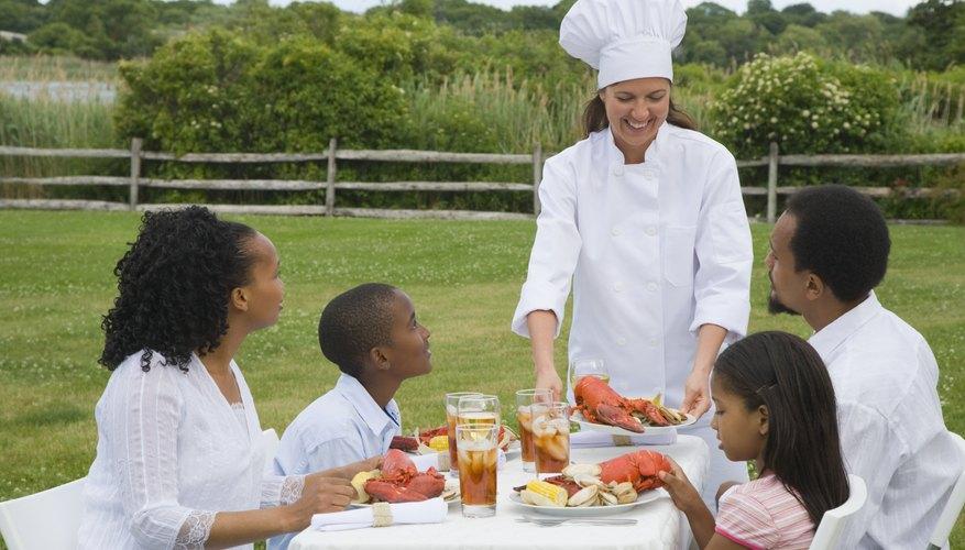 La mayoría de las empresas de servicios de alimentos preparan la comida para diferentes tipos de eventos, con muchos diversos tipos de gastos.