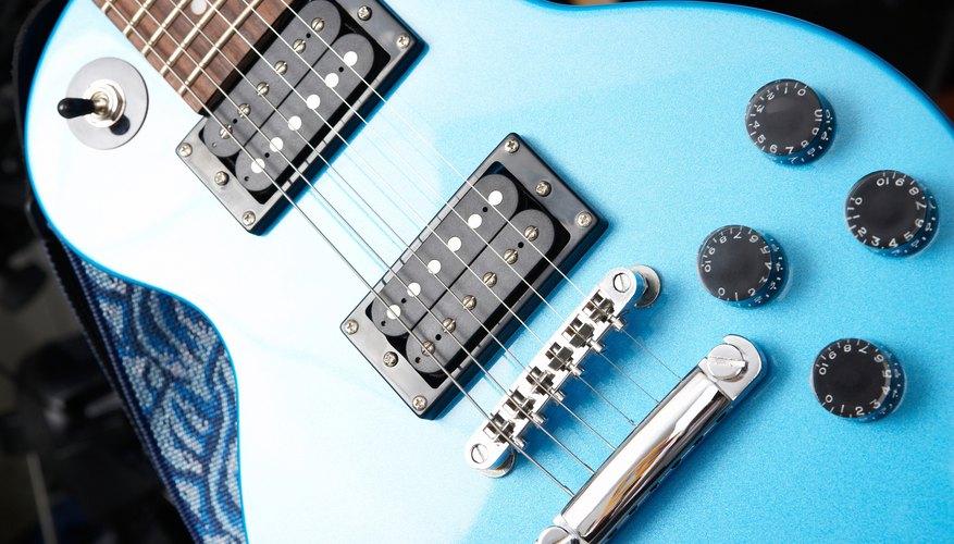 Una guitarra estilo Les Paul con dos pastillas humbucker de bobina abierta en el cuello y en el puente.