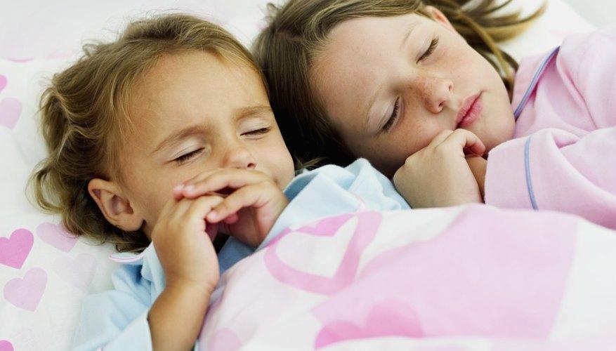 Ajusta las horas de dormir de acuerdo a las edades de tus hijos.