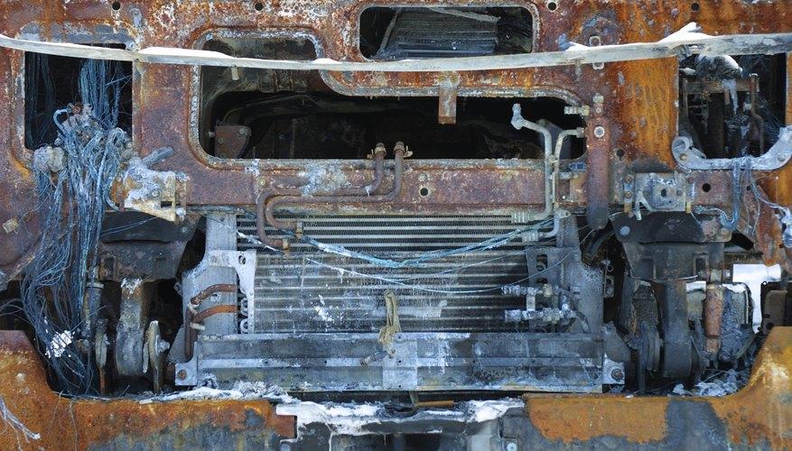 Limpia un bloque de motor con una solución química para aluminio.