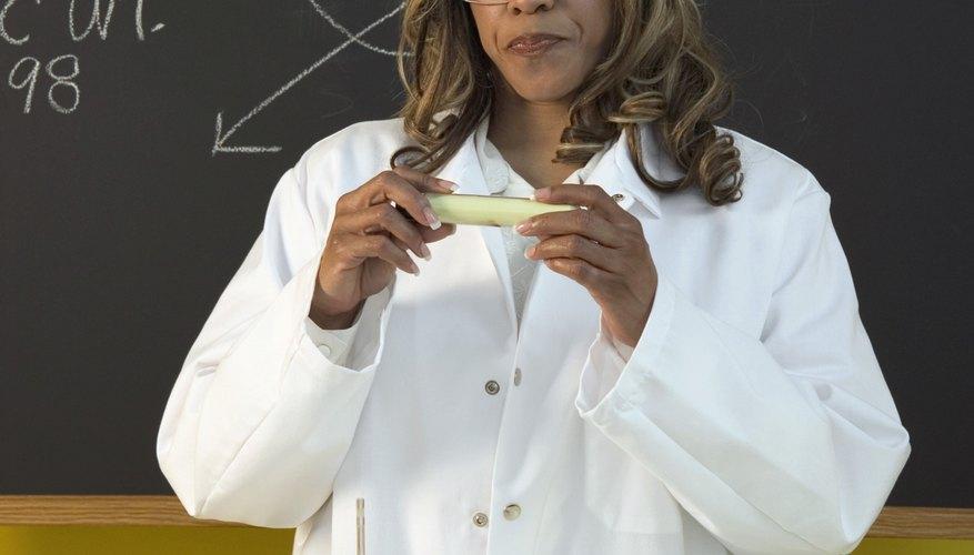 Una propiedad química es cualquier característica que permite o previene una reacción química.