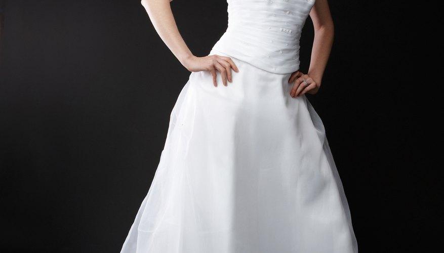 Mide el dobladillo de tu vestido para lograr el largo preciso.
