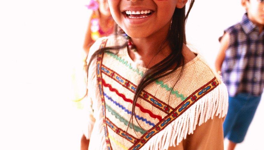 Tu hijo podría crear un disfraz de nativo americano para usar durante una danza.