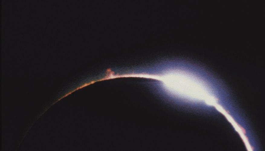 Los eclipses son fenómenos naturales en los que un cuerpo celeste se mueve de tal manera que bloquea a otro.