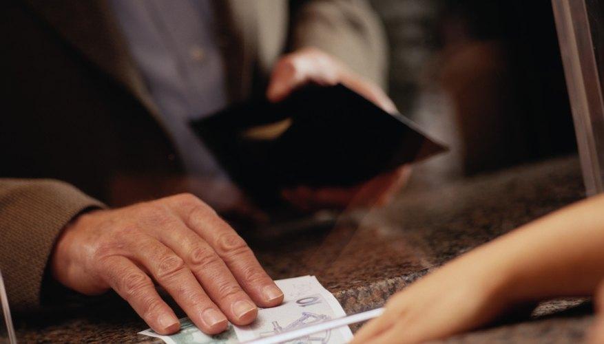 Los cajeros de banco son los empleados que tienen el salario más bajo.