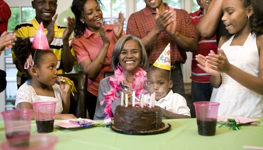 Mujer grande en una fiesta de cumpleaños.