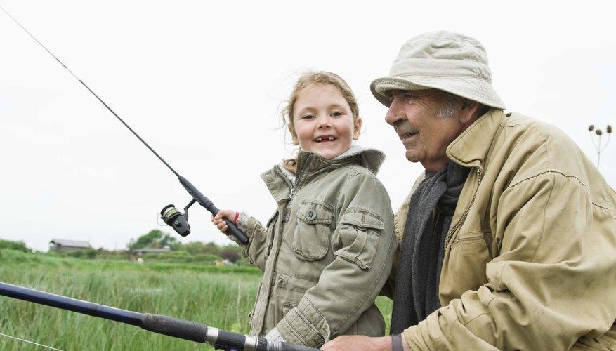 Las actividades al aire libre ayudan a los abuelos a conectarse con sus nietos.
