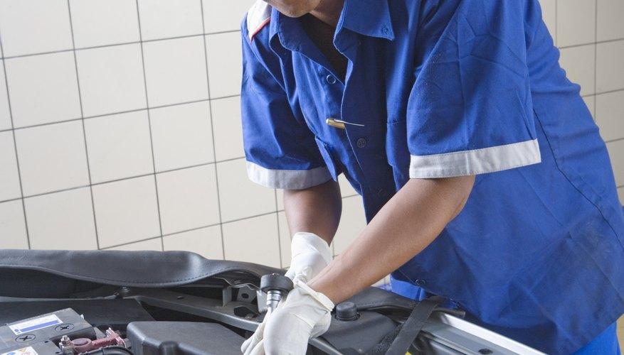Revisar tu compresor lleva tiempo y unas pocas herramientas automotrices.