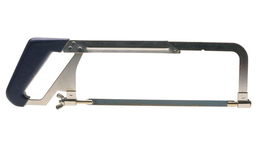 Una hoja de sierra de metal puede cortar varios tipos de materiales.