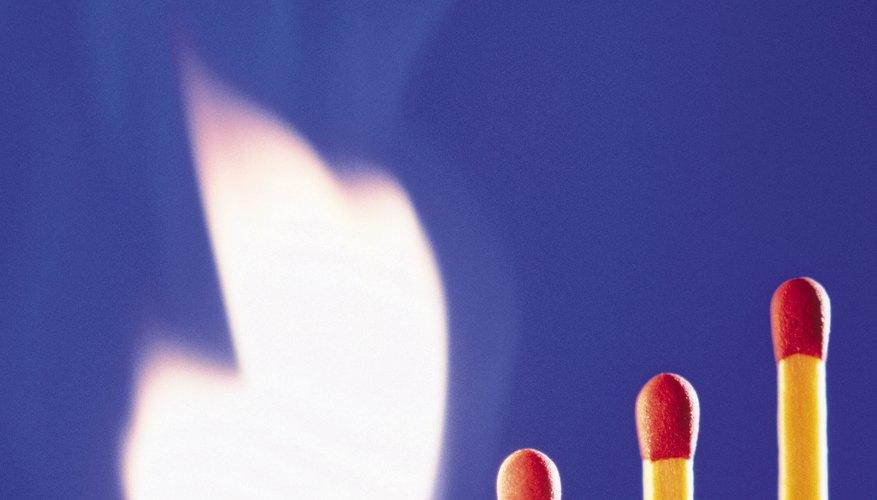 El fósforo puede quemarte los dedos, cuidado.