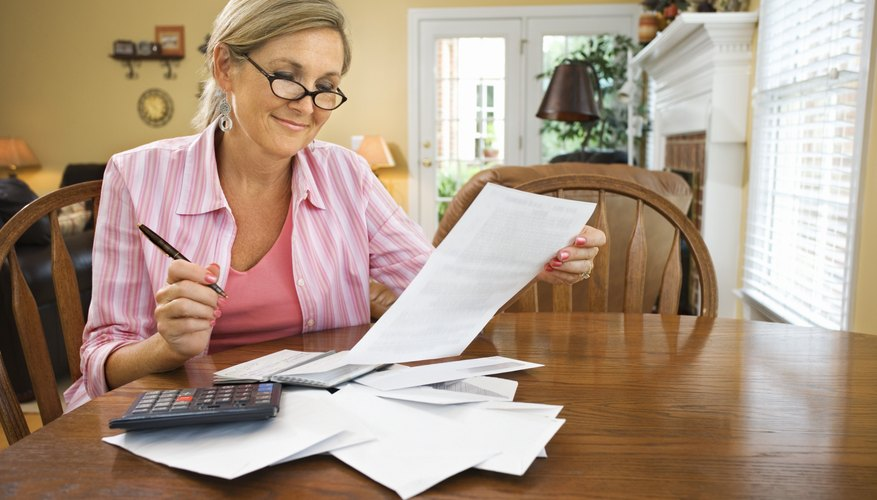 Service invoices assist contractors with collecting payments.