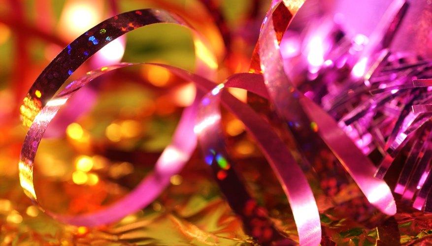 Las piñatas son una gran artesanía de cumpleaños, ya que añaden decoración y crean una actividad divertida para los invitados de la fiesta.