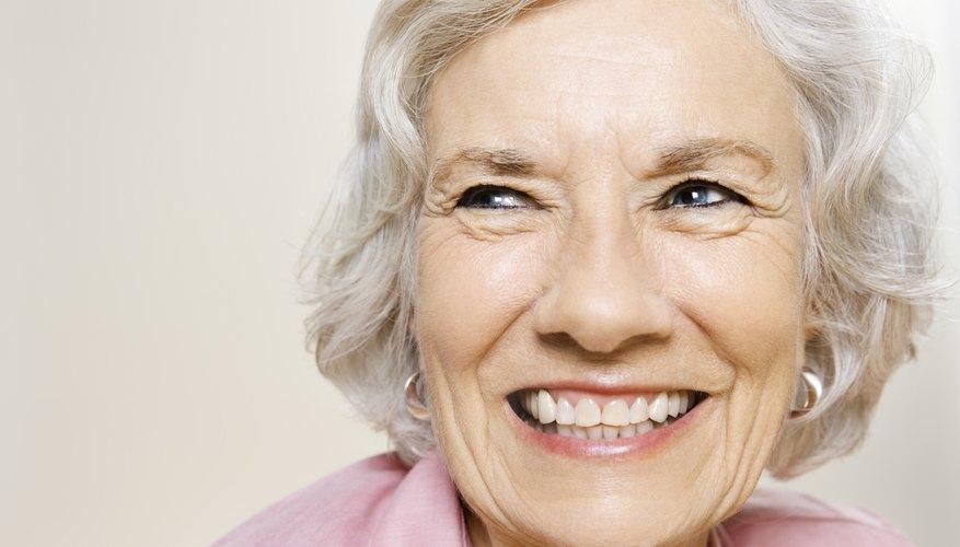 Mujer mayor sonriente.