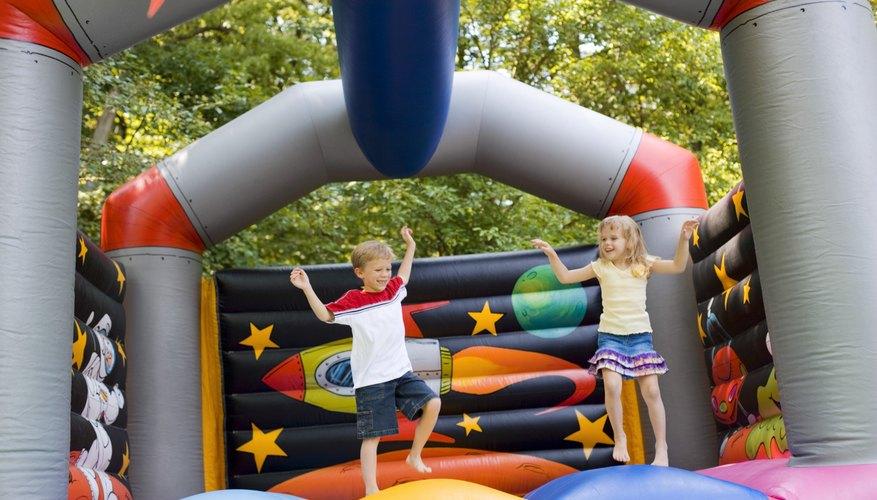 Las casas inflables son peligrosas si los niños no siguen las normas de seguridad estrictamente.