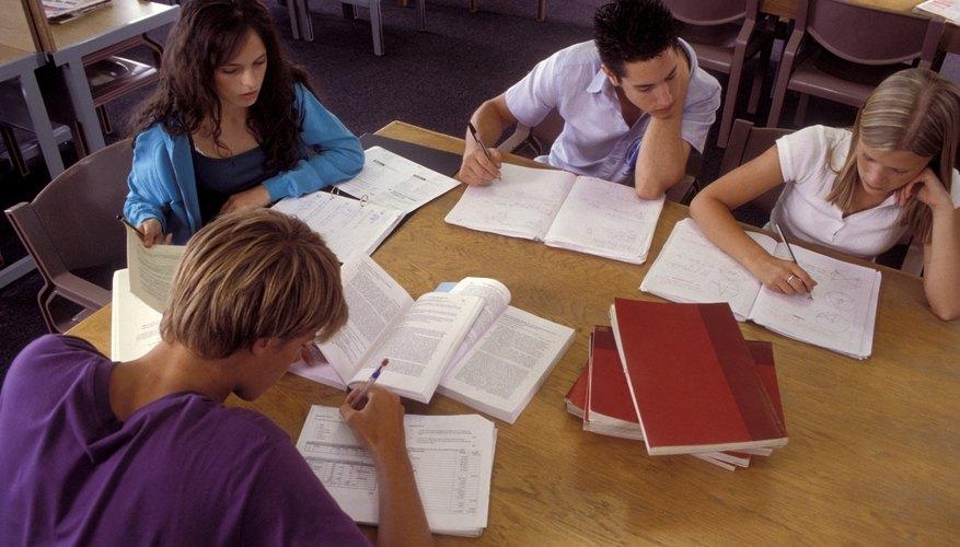 Forma un grupo de estudio con tus compañeros de clase para repasar los conceptos difíciles.