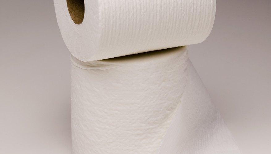 Papel higiénico y pañuelos desechables.